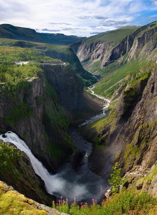 Cascada de Voringfossen en Eidfjord.
