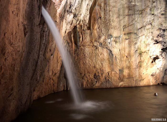 Cascada en el interior de Valporquero