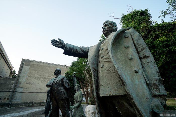Estatuas comunistas en Tirana