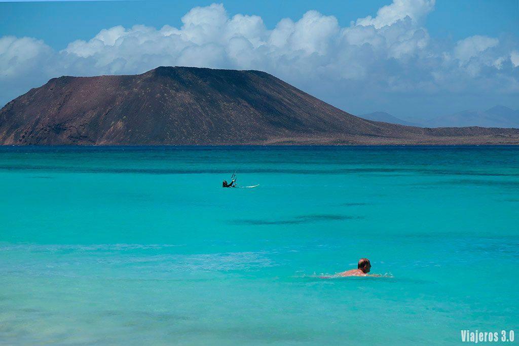 Vistas de la isla de Lobos desde Fuerteventura.
