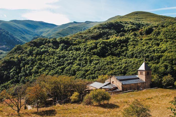 Monasterio de Montes, qué ver en el Valle del Silencio