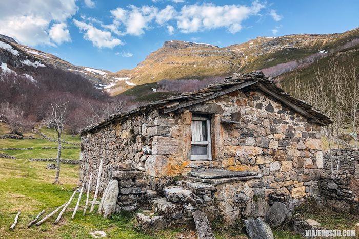 Cabañas del Bernacho, qué ver en Espinosa de los Monteros