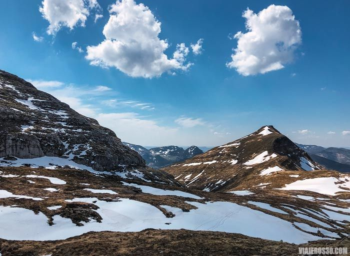 Invierno en los valles pasiegos burgaleses.