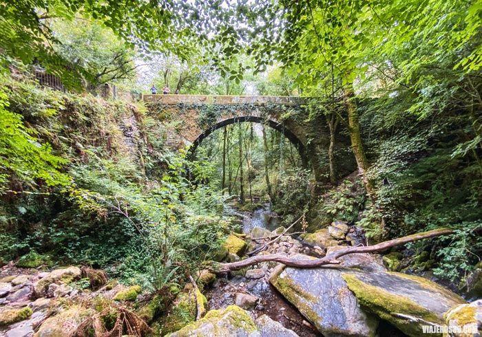 Impresionante puente en Fragas do Eume.
