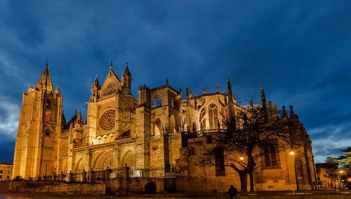 Catedral de León, visitas e iluminación nocturna