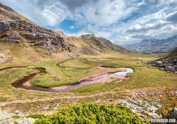 Meandros en el Valle de Aguas Tuertas, provincia de Huesca