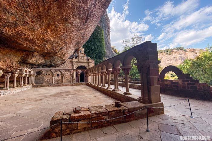 El claustro románico del Monasterio de  San Juan de la Peña.