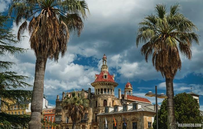 Plaza de España de Ribadeo, ruta por las Rías Altas en 7 días.