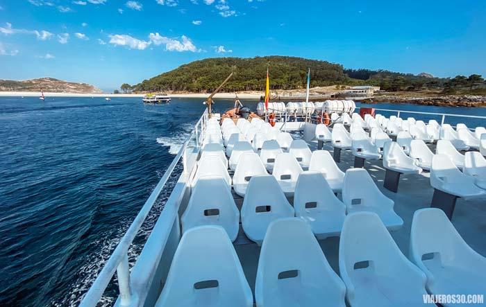 Cubierta superior del barco para llegar a Islas Cíes