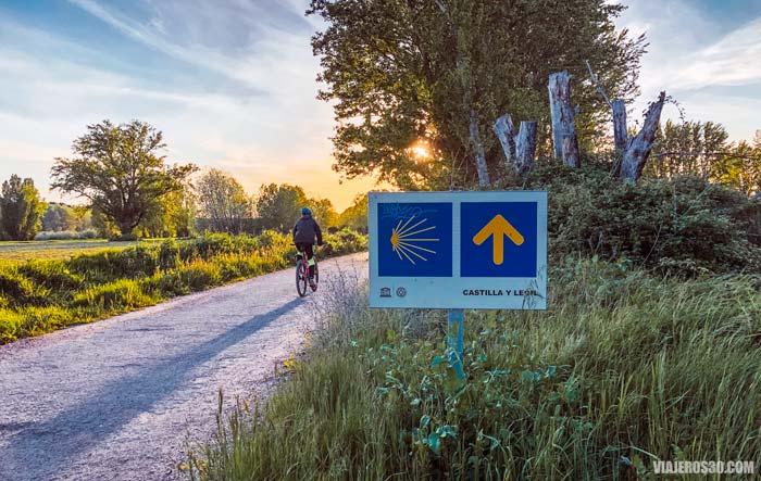 Camino de Santiago a la salida de la ciudad de Burgos