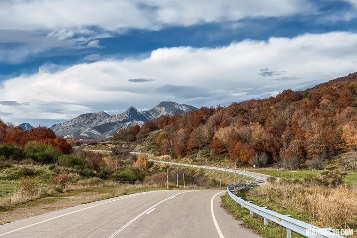 Carretera por el Valle de Valdeburón.